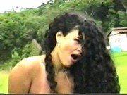 Morena com seu primo moreno cheio de cabelo