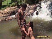 Porno grátis dessa cavala morena experiente em sexo oral