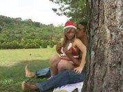 Gatinha vestida para o natal na transa com moreno fogoso