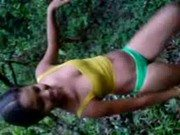 Mulata baiana tirando roupa no mato e se mostrando