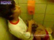 Safadas adolescentes no sexo em banheiro de colégio