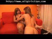 Gostosas mulheres Belinha e Emilly na foda lésbica quente