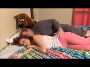 Padrasto dorme a ninfeta e come a xoxota