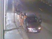 Foda com a vadia no meio da rua encostada no carro
