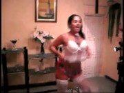 Video da putinha Sara dançando sensualmente