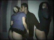 Duas gordinhas no video caseiro recebendo piroca