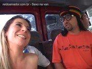 Mais uma cena de brasileira Patrícia dando gotoso na Van