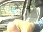 Safado batendo punheta no carro e macho assistindo
