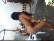 Negrinha safada do corpo magrinho dançando na sacanagem