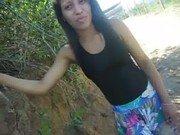 Magra adolescente safada na rua mostrando seu corpo