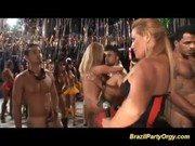 Brasileiras famosas no salão fazendo porno gostoso