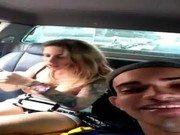 Safada no carro chupando pau e esporrando em sua cara linda