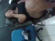 Xxx dessa morena fazendo tatoo na bucetinha