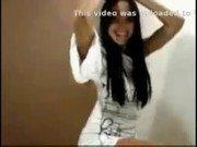 Video dessa amadora ninfeta morena de vestido sexy branco