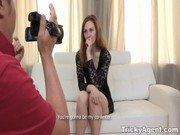 Novinha é filmada e depois transa com o câmera