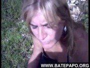 Xnxx da loira brasileira na mata se saciando nesse porno