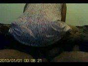 Bunduda mulata de 20 anos sentando na piroca