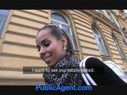 Morena agente do sexo fazendo porno ao ar livre
