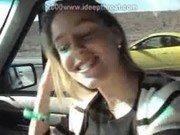 Xnxx da loira no táxi pagando oral guloso