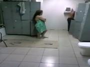 Foda no vestiário com a safada namoradinha