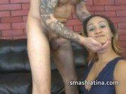 Xxx de tatuado fodendo essa latina tarada das belas curvas