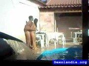Gravando a foda do casal todo molhado na piscina