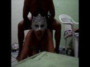 Redtube da puta casada de máscara na frente do espelho