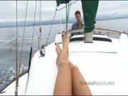 Brasileira se masturba em barco e faz sexo com piloto