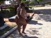 Mulher super gorda dançando música de funk