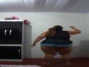 Gordinha amadora na dança safada em casa