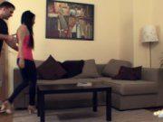 Safado seduz a amiga e leva para casa fodendo no sofá e filmando