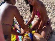 Xxx de ninfetas na praia massageando amiga