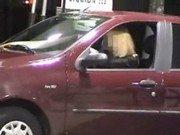 Puta gostosa e sexy sendo filmada fodendo no carro