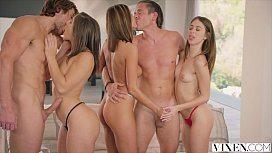 Três gostosonas se embebedam e fazem porno grupal