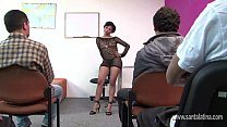 Professora seduz alunos e faz orgia gostosa