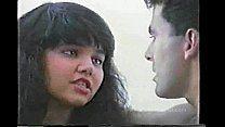 Morena perde virgindade com amigo do irmão