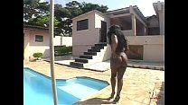 Gostosona mulata dando ao piscineiro roludo