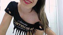 Morena tesuda de calcinha se exibindo na webcam