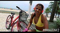 Porno matinal com a gostosa ciclista após pedalada