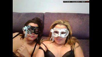 Casal de lésbicas amador mascarada na webcam
