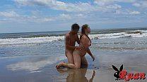 Ruan comendo sua puta namorada na areia da praia