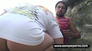 Samba porno na areia da praia com a desconhecida vadia