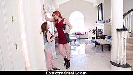 Lauren Phillips em vídeo lésbico com ruivinha