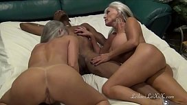 Duas velhas chupam o mulato e dão uma no grupal