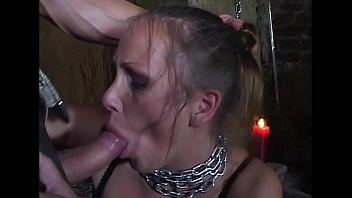 Sexo sádico com a loira acorrentada