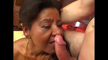 Negrinha bonita em vídeo de sexo