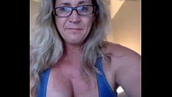 Coroa greluda em exibição na webcam caindo na net