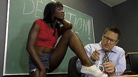 Estudante mulatinha tendo que foder com professor
