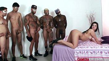 Morena faz sexo anal com cinco homens