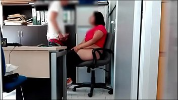 Velha casada e chefe tarado fudendo no escritorio